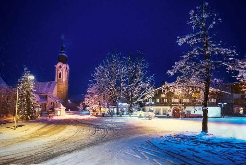 Altenmarkt-Zauchensee-TourismusLandschaftOrtNaturWinterKircheNacht3